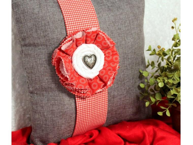 No-Sew Valentine Pillow Using Fabric Fuse