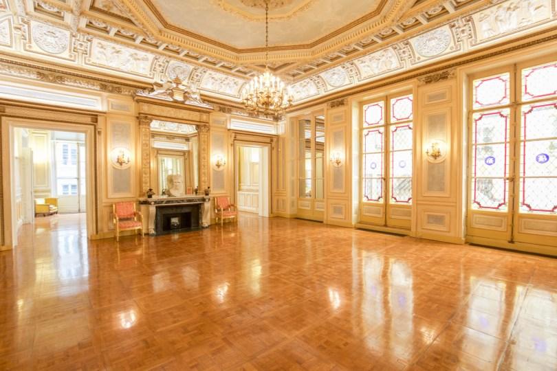 Mille et Un Showrooms, Bourse