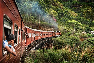 A beautiful scenic trainride through tunnels, over bridges and past waterfalls is one of the highlights of our Sri Lanka tour in February 2014.