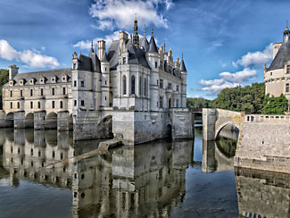 We visit the magnificent Chenonceau chateau in the Loire valley after our Bordeaux cruise this July.