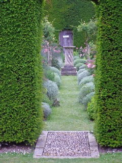 Guest blogger Catharine Howard - Different uses for a hedge