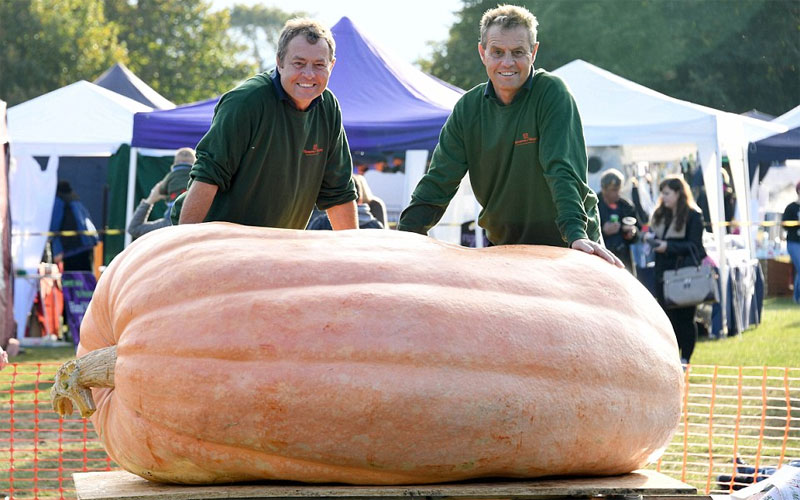 The brothers with their giant pumpkin