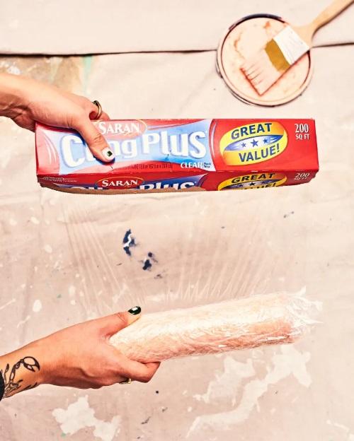 pincéis e rolo de pintura truques