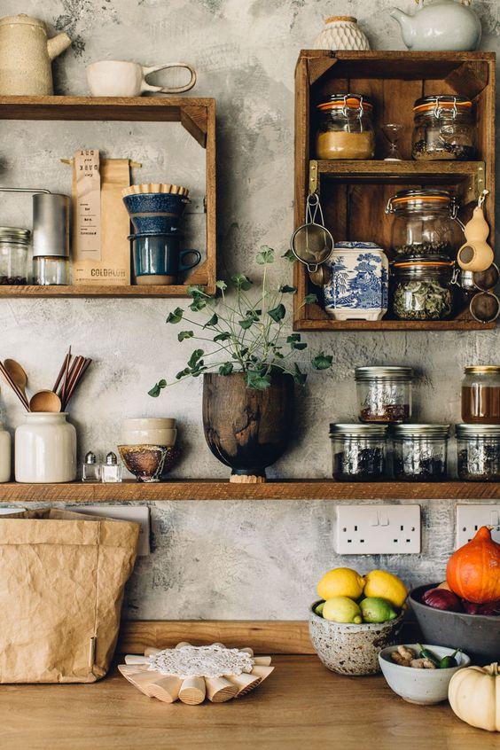 cozinha com prateleiras e nichos
