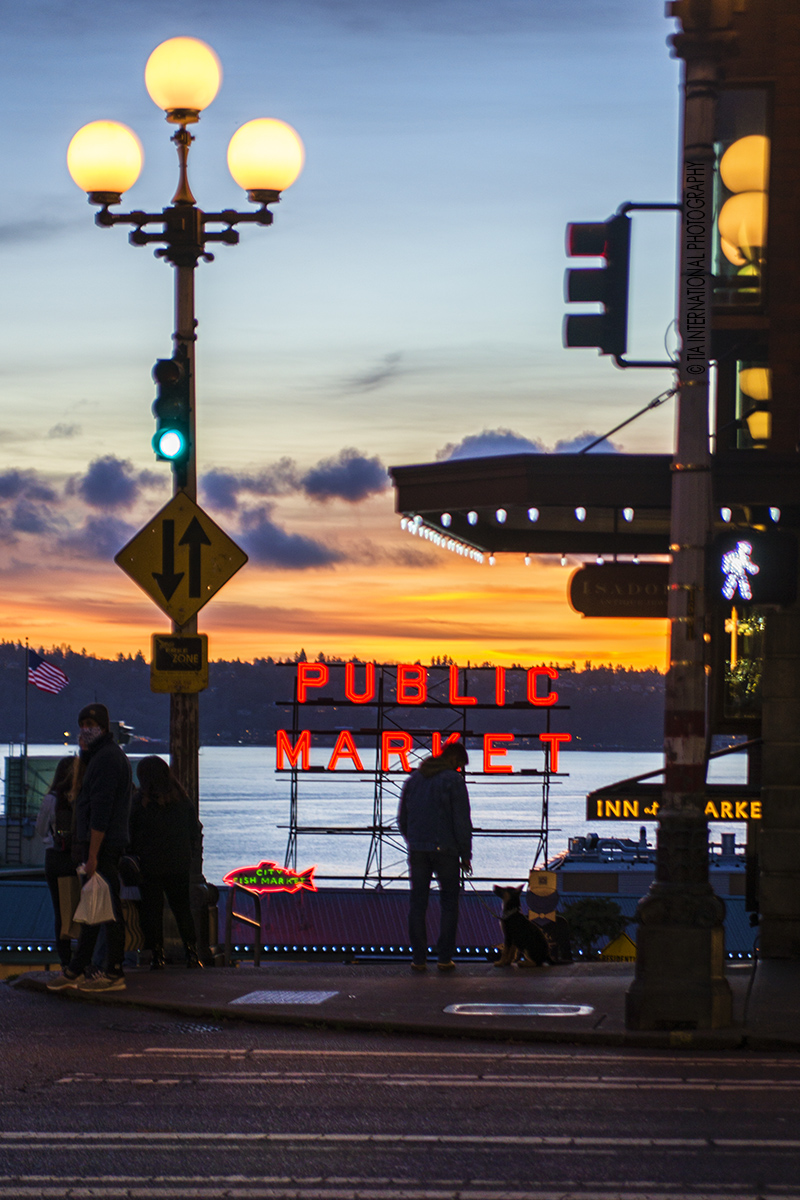 Sunset at Pine Street & First Avenue, Downtown Seattle. (December 17, 2020).