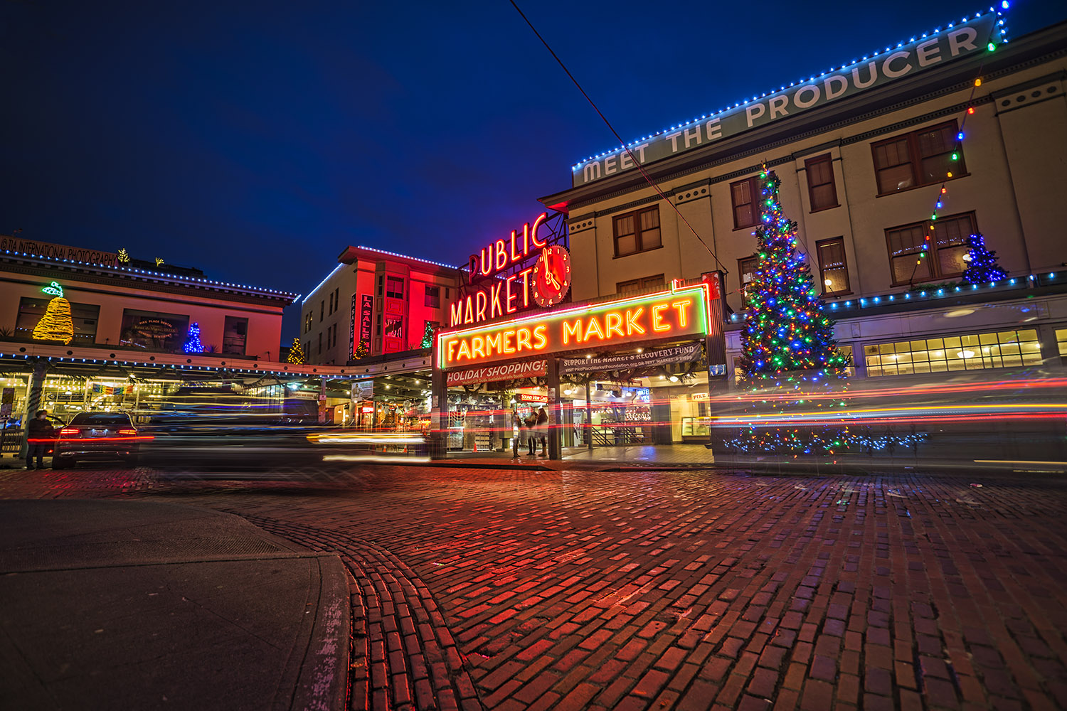 Pike Place Market during the holiday season. Downtown Seattle. (December 18, 2020)