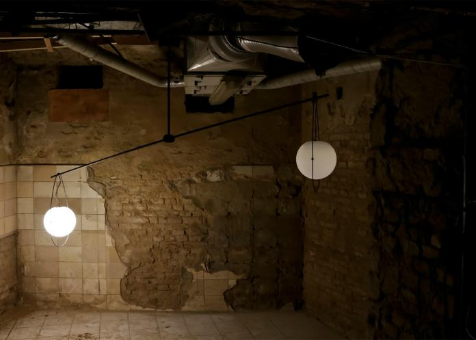 equilumen-mischer-traxler-light-distribution-glas-sphere-design-lighting-motion_dezeen_1568_4