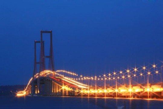 Jembatan Suramadu via www.indonesiakaya