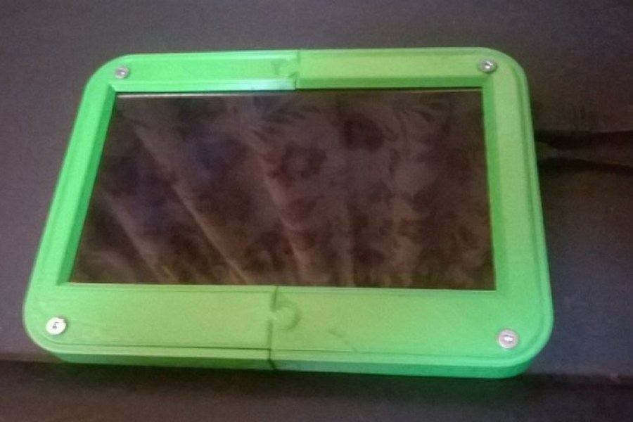 This LCD Case and Touchscreen For Raspberry Pi is Perfect For Gamers