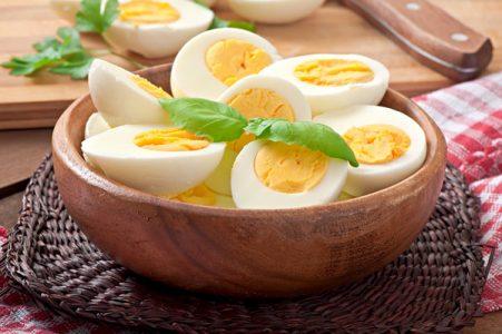 Xάστε κιλά παρέα με τα βραστά αυγά!