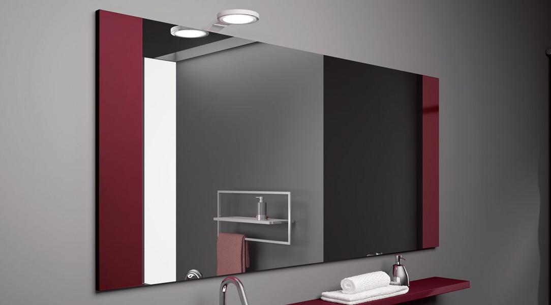 """Lo stile della camera da letto, indipendentemente dal fatto che sia """"classic"""" Usare Gli Specchi Per Ampliare Gli Ambienti"""