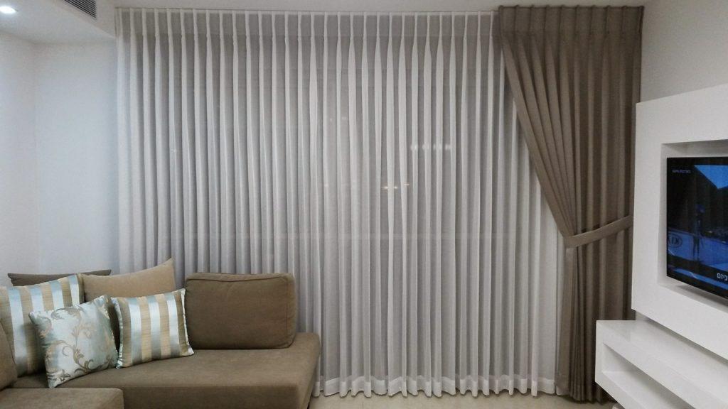 Imagem de persianas e cortinas.
