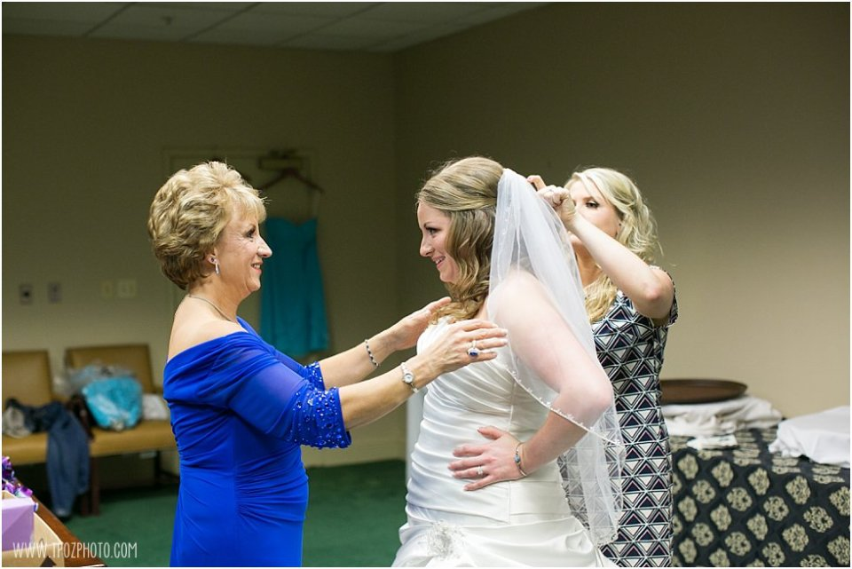 Wedding Prep at Hillendale Country Club  •  tPoz Photography  •  www.tpozphoto.com