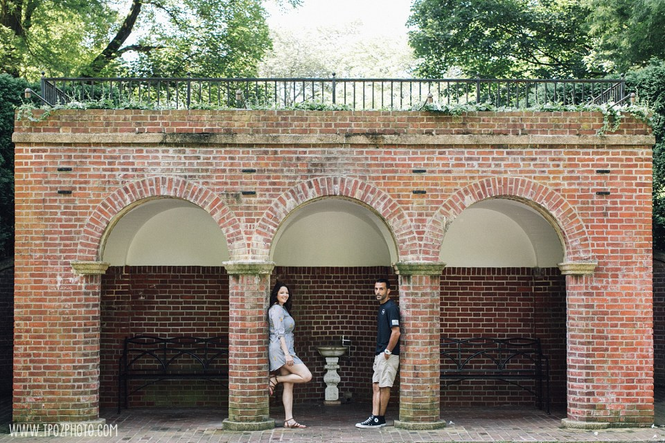Couple posing in an archway