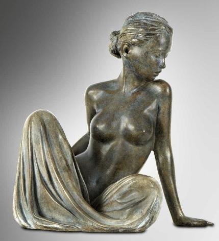 Escultura d'una dona jove, de la foto de Marie-Paule Deville-Chabrolle