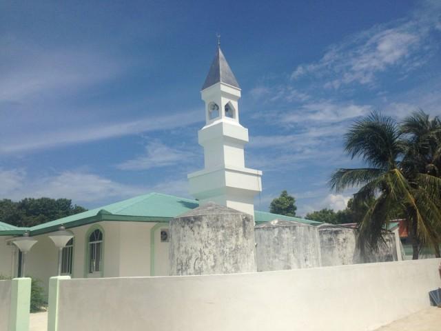 Masjid di tikungan jalan
