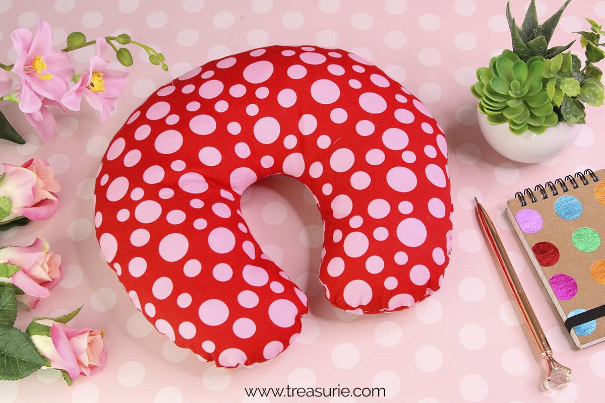 diy travel pillow diy neck pillow & DIY Travel Pillow Neck Pillow - Free Pattern |TREASURIE pillowsntoast.com