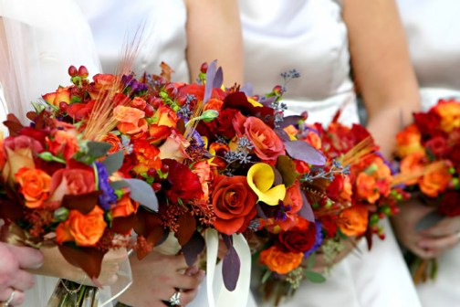 js-bridesmaid-autumn-wedding-flowers