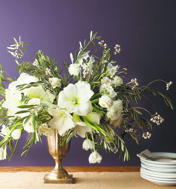 white-amaryllis-centerpiece