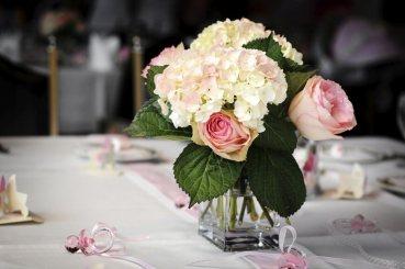 Arranging-Hydrangea-as-the-Centerpiece-Table-Arrangement