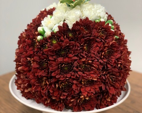Learn how to make a christmas pudding with flowers this festive season