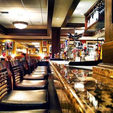 Ike's airport bar at MSP