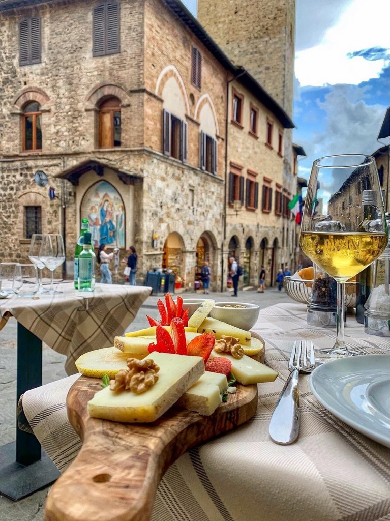San Gimignano Pengeluar Wain Putih