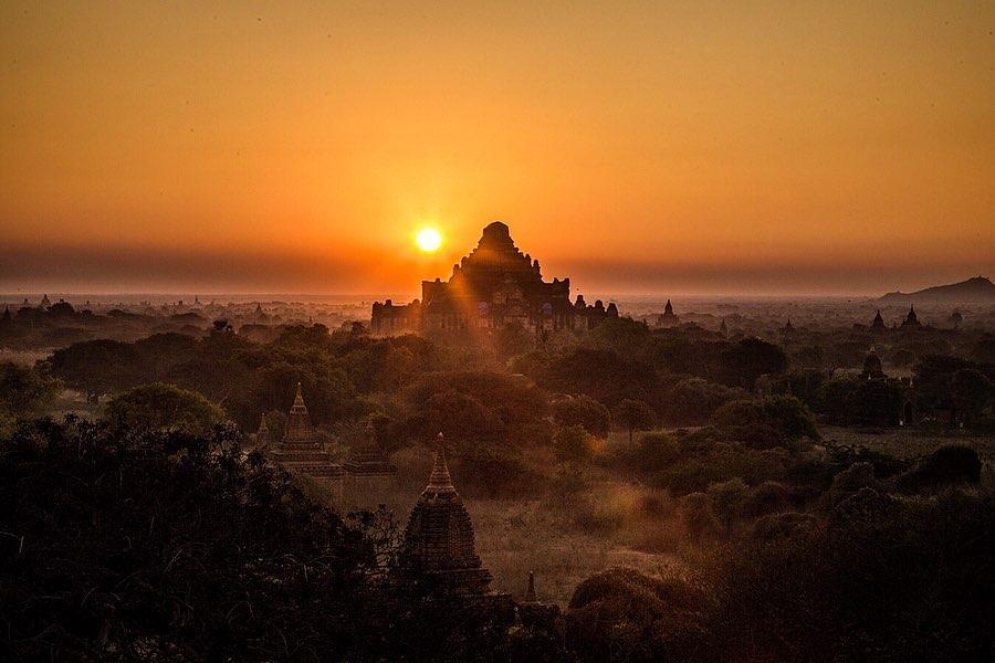 Pemandangan Mata Hari Terbenam Burma