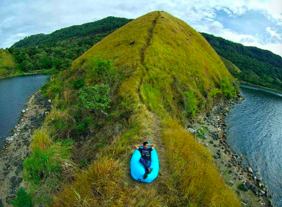 Beginner walks Indonesia Danau Toba