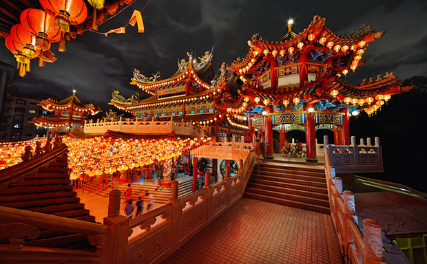 Don't know what to see in Kuala Lumpur? Head to Thean Hou temple to experience Chinese culture.
