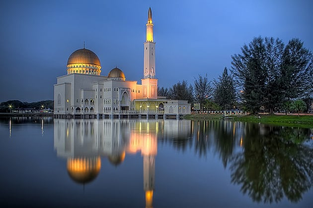 The Puchong Perdana Mosque is a mosque in the township of Puchong Perdana, near Puchong Lake in Puchong, Selangor, Malaysia.