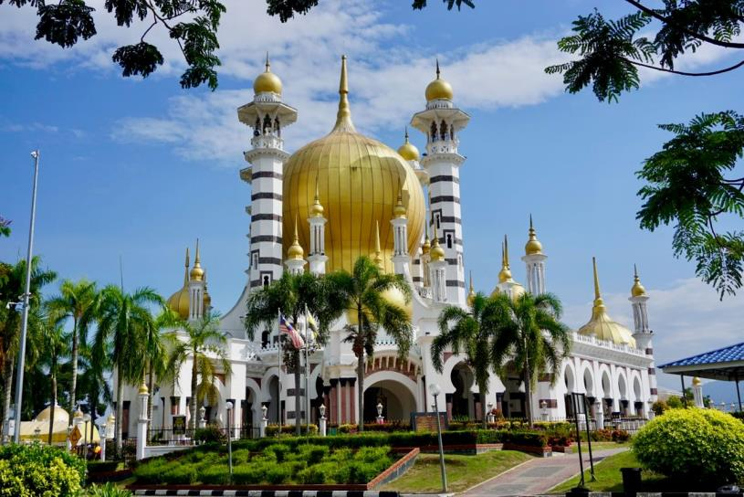 Octagonal shaped mosque is one of the must places to go in Malaysia