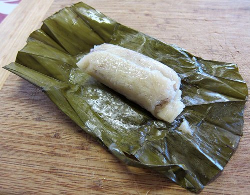 Kauthomp is one of the common street desserts that could make your tummy happy.
