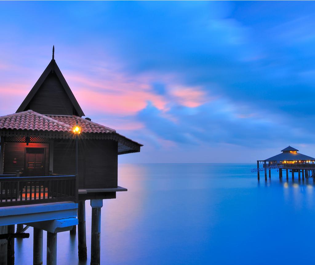 Keindahan Berjaya Langkawi Resort ketika matahari terbenam