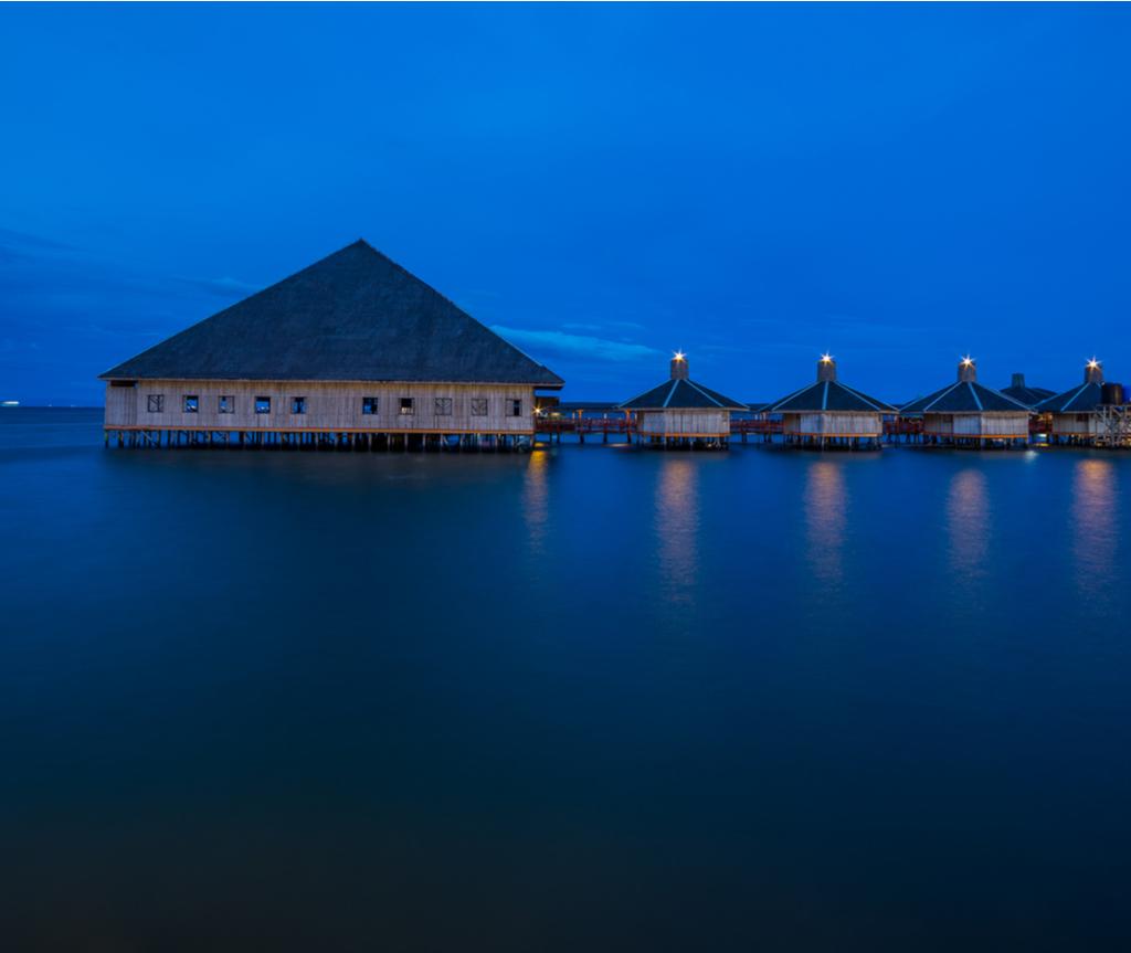 Dragon Inn Semporna direka bentuk berdasarkan kampung air masyarakat Bajau