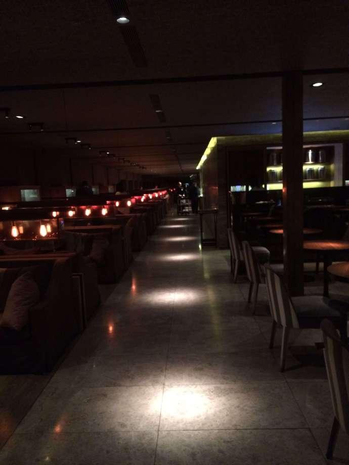 中華航空第一航廈貴賓室:商務艙烏漆媽黑的座位區