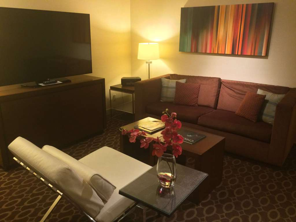 Tom hyatt regency o 39 hare plaza suite for Living room c o maidstone