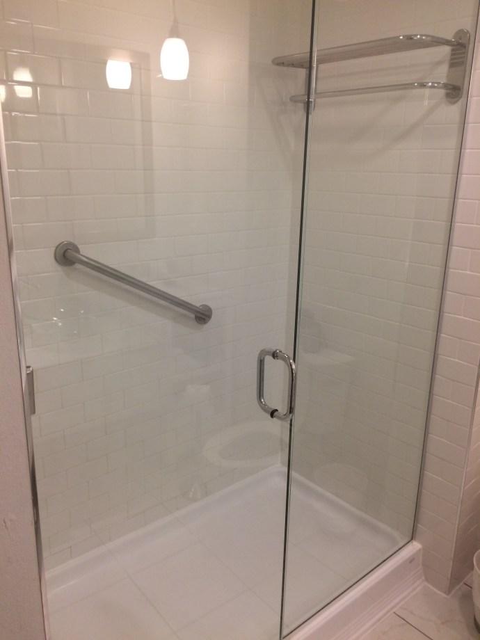 Saint bathroom2