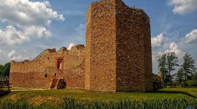 Inowłódz – zamek uratowany dla turystów i lokalnej społeczności