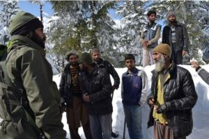 Indian Army Soldiers helped Bakkarwal family after walking for 24 hours in snow