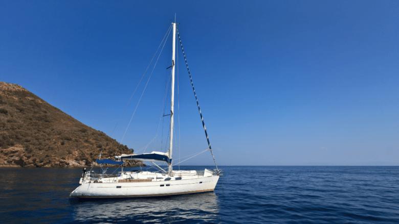Zeiljacht op zee rond Elba