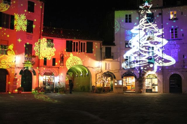 Christmas Season in Lucca, Piazza Anfiteatro