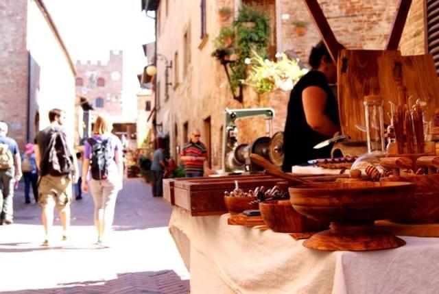 04 Handicraft stalls