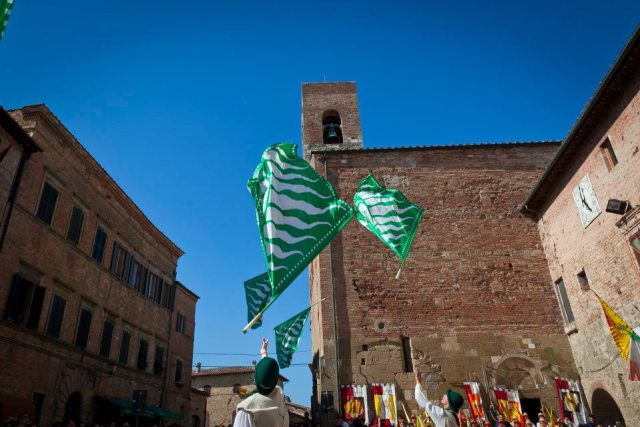 04 Palio, the white and green of Cavallano