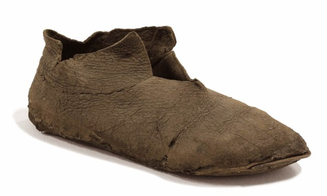 05 13th-century leather shoes