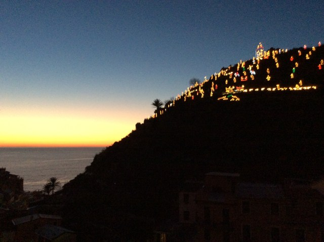 7 Sunset over Manarola's Nativity Scene