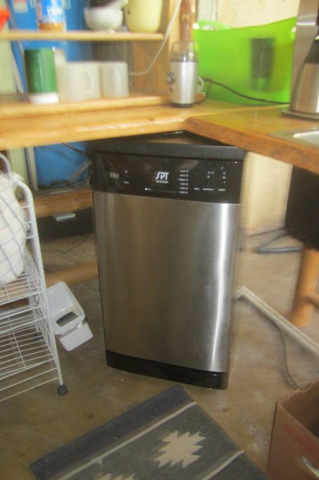 "SPT 18"" Dishwasher"