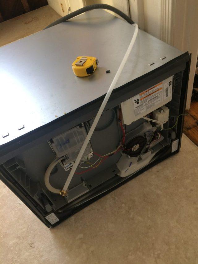 Dishwasher without panel bracket