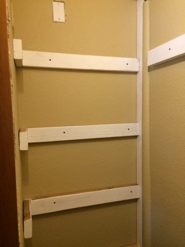 Supports in closet