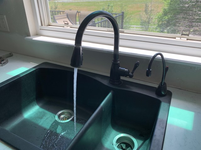 Faucet fixed and hot water spigot to match